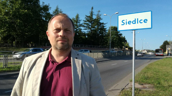Radny Mirosław Koźbiał wnioskował o ustawienie tablic z nazwą dzielnicy. Pomysł poparto jednogłośnie.