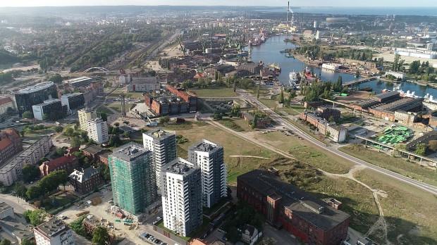 Jeden z wariantów ma dotyczyć włączenia trasy tramwajowej w istniejącą trasę biegnącą ul. Jana z Kolna, na wysokości ul. Nowomiejskiej, za budynkiem ECS-u.