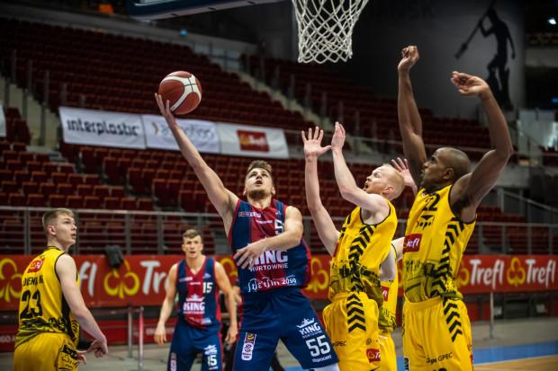 Koszykarzom Trefla Sopot ciężko było powstrzymać Jakuba Schenka. Były zawodnik żółto-czarnych zdobył 22 punkty.