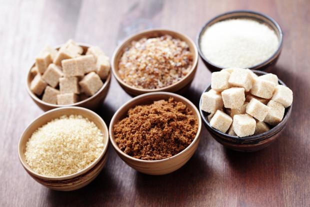 Cukier trzcinowy jest zdrowszy od białego? Niestety, to nie jest prawda.