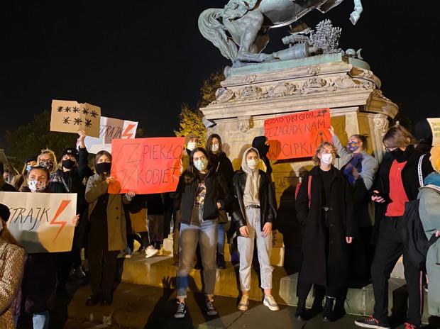 Materiały z protestów - zdaniem pracowników muzeum - mogą w przyszłości okazać się cenne.
