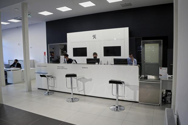 Nowy salon Peugeota w Gdańsku.