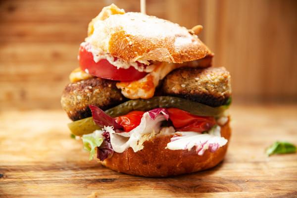 Burger halloumi od bistro Jak się masz?