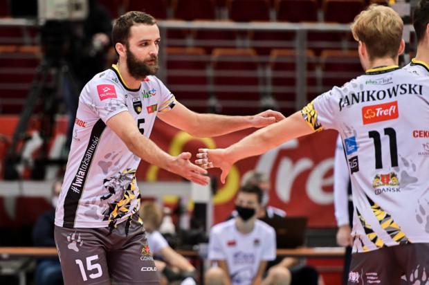 Mateusz Mika przyznaje, że dodatkowy mecz w tygodniu paradoksalnie stawia Trefl Gdańsk w lepszej pozycji niż Jastrzębskiego Węgla, który tylko trenował od czasu ostatniego starcia.