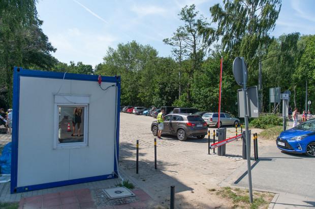 101 892 zł - tyle udało się zebrać latem z opłat za parkowanie na Stogach przy ul. Nowotnej.
