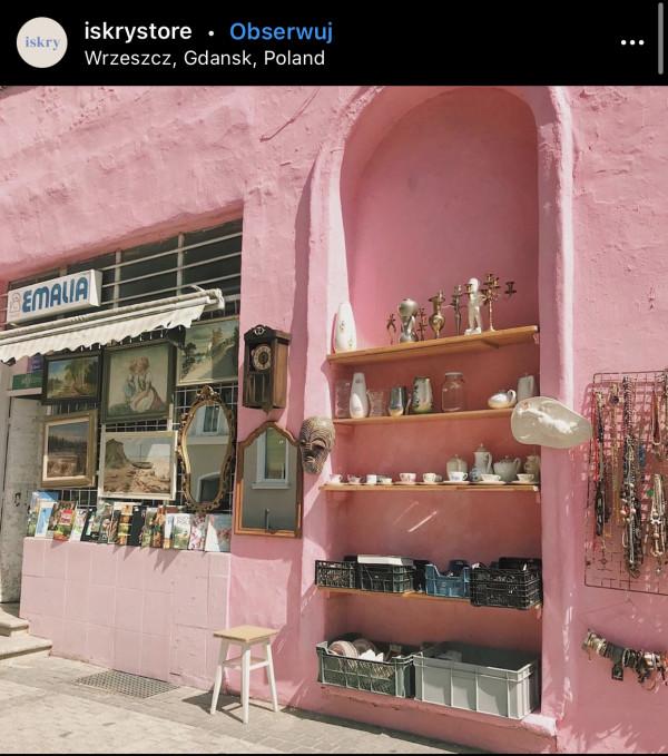 """Sklep """"U Sławka"""" znany jako """"Emalia"""" to miejsce, w którym wiele osób lubi robić zdjęcia."""
