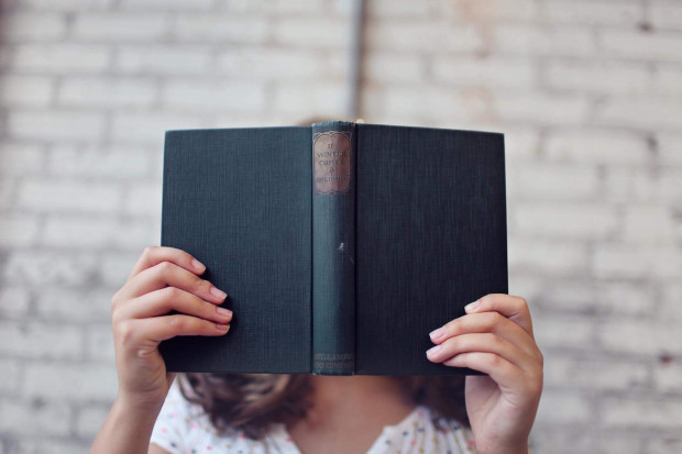 Czytanie performatywne to forma pomiędzy zwykłym czytaniem a pełnowymiarowym spektaklem, który przygotowywany jest przez kilka lub kilkanaście tygodni.