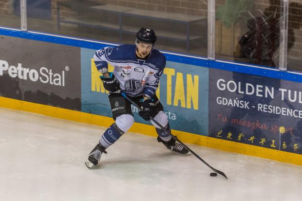 Maciej Rompkowski po 1,5 roku przerwy wznawia hokejową karierę. Na zdjęciu w barwach MH Automatyki Gdańsk.