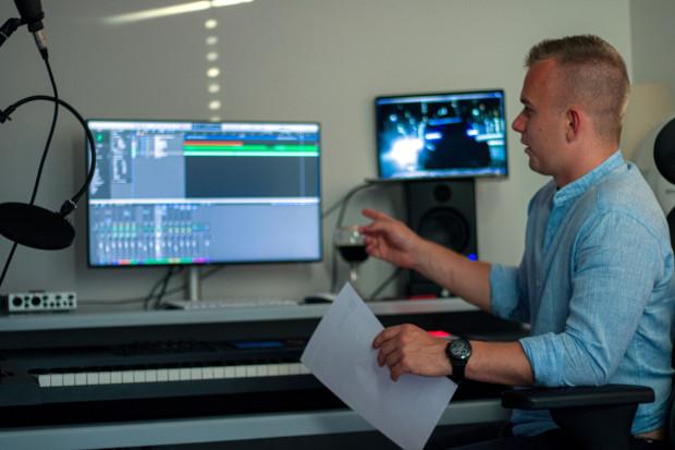 Proces komponowania i nagrywania muzyki filmowej zajmuje niekiedy wiele miesięcy.