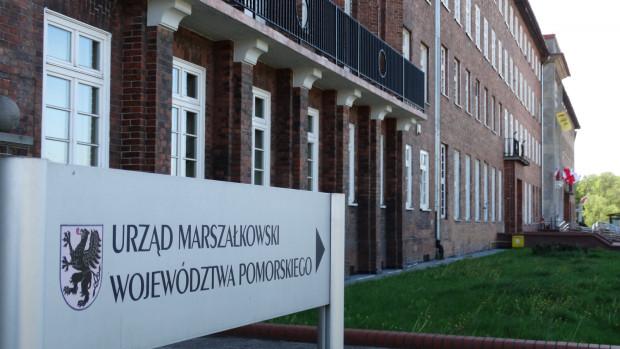Wizyta w Urzędzie Marszałkowskim jest możliwa w wyjątkowych sytuacjach, po uprzednim telefonicznym umówieniu się.
