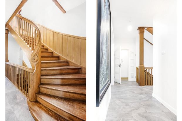 Elegancka aranżacja korytarza została uzupełniona o obrazy.