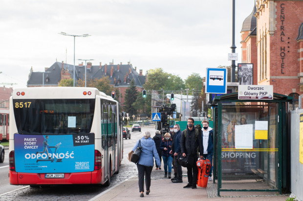 Niewielkie reklamy na swoich pojazdach mogą umieszczać prywatne firmy, które wożą pasażerów na zlecenie ZTM Gdańsk.