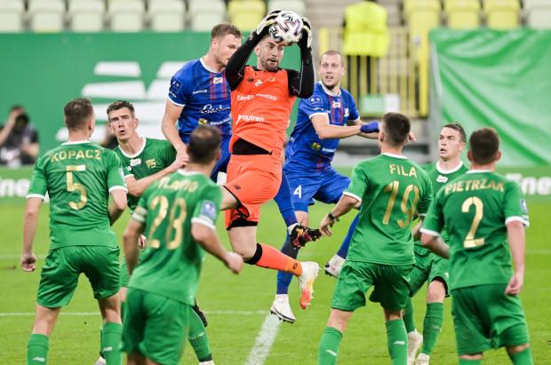 Lechia Gdańsk poinformowała, że w gronie 13 zakażonych piłkarzy są m.in. dwaj z podstawowego składu: Dusan Kuciak i Karol Fila (na zdjęciu).