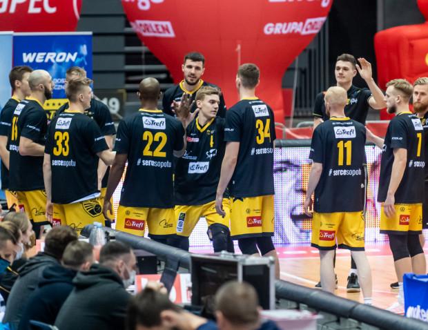 Trefl Sopot zagrał znacznie lepszą koszykówkę w drugiej połowie, ale ostatecznie to Legia Warszawa wyszła z tego starcia jako zwycięzca.