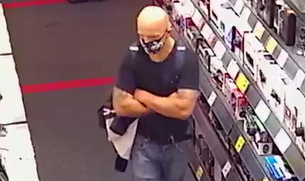 Zdaniem policji mężczyzna ukradł konsolę.