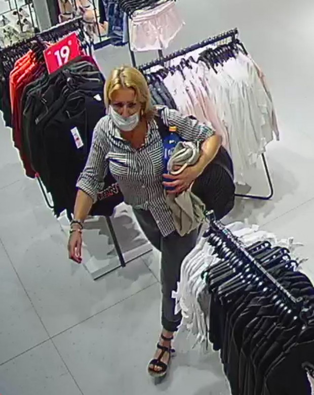 Policja szuka kobiety ws. kradzieży ubrań.