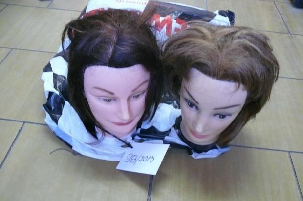 Głowy do stylizacji fryzur - nawet takie rzeczy potrafią zostawić pasażerowie podróżujący SKM.
