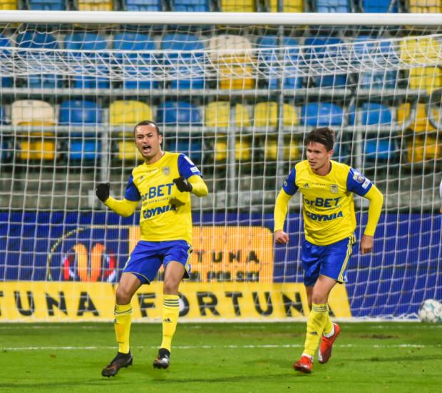 Marcus (z lewej) strzelił dwa gole do przerwy, a Maciej Jankowski po zmianie stron szybko podwyższył na 3:1 i mecz w Nowych Sączu praktycznie już wtedy został rozstrzygnięty.