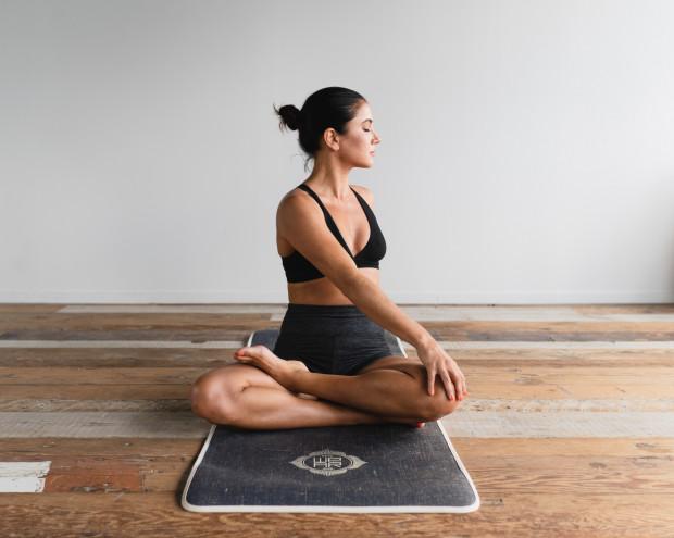 Ćwiczenia fizyczne to jeden z najlepszych sposobów na rozładowywanie napięcia. Wzmacnianie naszej kondycji i siły ma również wpływ na psychikę.