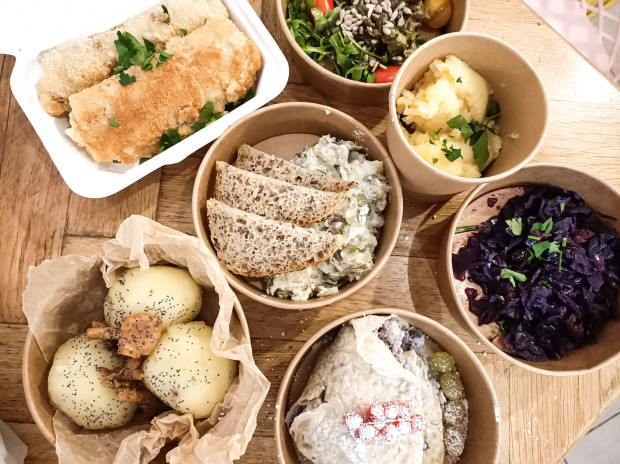 House of seitan oferuje również catering z posiłkami na cały dzień. Cena wraz z boxami to 60 zł.