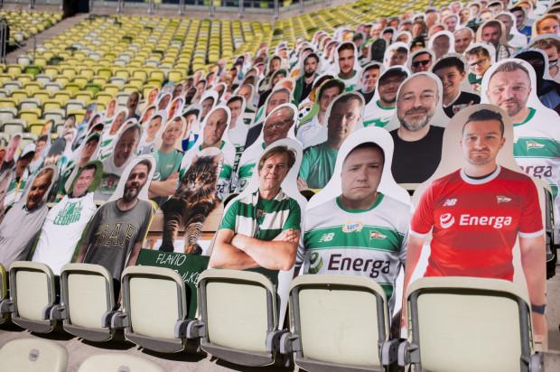 Podobizny kibiców z PCV jeszcze w ubiegłym sezonie wykonała Lechia Gdańsk. Po jego zakończeniu fani, którzy zapłacili za taką możliwość, otrzymali je na własność.