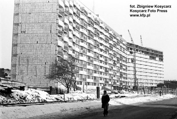 Budowa falowca przy ul. Wyzwolenia w Nowym Porcie zbliża się do końca. Zdjęcie zostało wykonane 10 grudnia 1977 r.