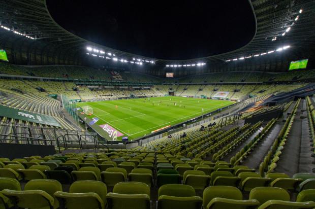 Banery reklamowe na trybunach podczas meczów Lechii Gdańsk.
