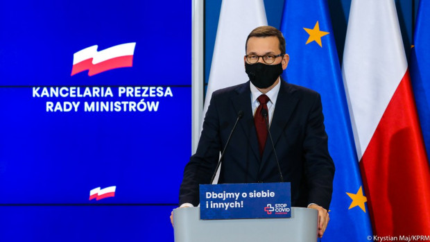 Premier zapewniał, że Polska będzie miała równe prawa z innymi krajami UE do korzystania ze szczepionek na zasadzie proporcjonalnej do wielkości populacji.