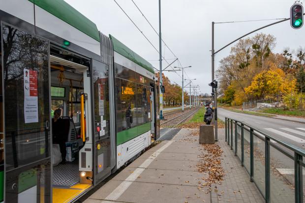Ruch tramwajów na al. Hallera nie jest już wstrzymywany przez dodatkową sygnalizację.