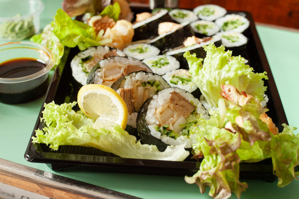 Zestaw Okitawa od SaYana Sushi (20 sztuk).