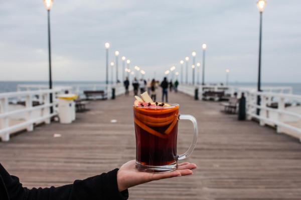 W restauracji Gruba Ryba możemy zamówić pełen obiad wraz z deserem, a w słodkiej budce - kawy, gofry i grzańce.