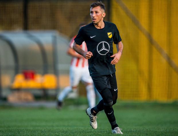 33-letni Radosław Majewski przed startem obecnego sezonu związał się dwuletnim kontraktem z Wieczystą Kraków. W 14 dotychczasowych meczach strzelił 14 goli dla V-ligowego zespołu.