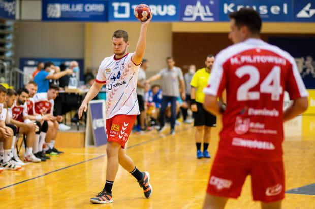 Kamil Adamczyk rzucił Stali 8 bramek, ale po meczu nie miał powodów do radości. Wybrzeże przegrało mecz różnicą jednego trafienia.