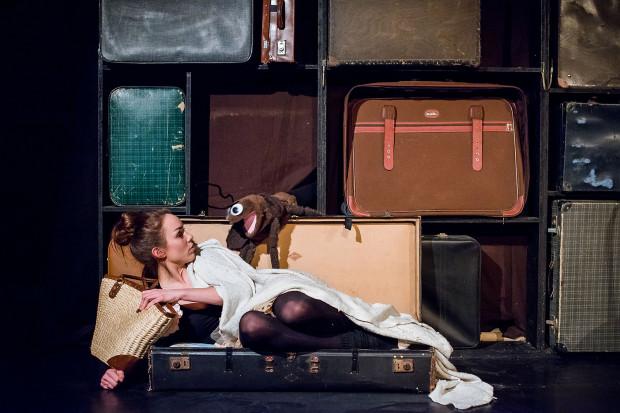 """Wiele odwołanych spektakli, w tym """"Emigrantka"""" Teatru Komedii Valldal."""