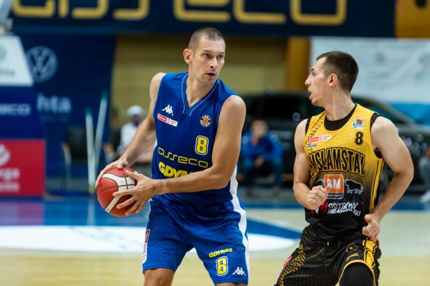Filip Dylewicz (z piłką) zdobywa średnio 8,3 punktu w każdym meczu Energa Basket Ligi w tym sezonie. To jego najlepszy wynik od trzech lat.