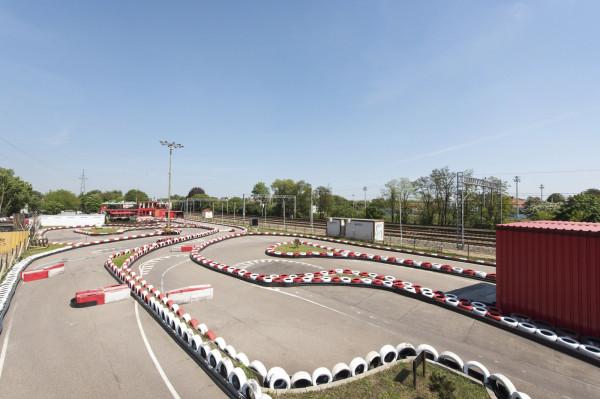Tor KartCenter w Sopocie wzorowany jest na prawdziwych zakrętach znanych z zawodów Formuły 1.