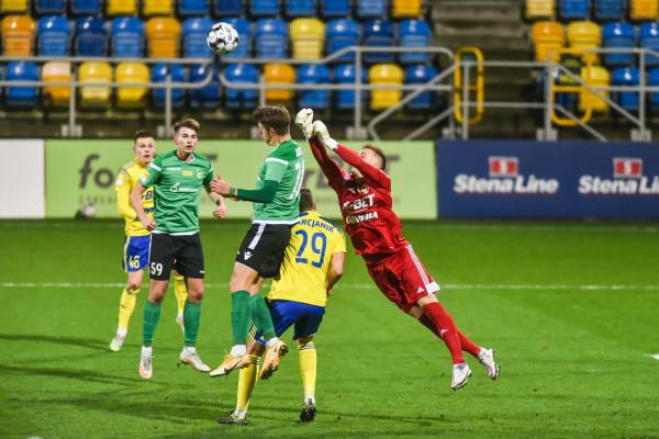 Przemysław Zdybowicz (nr 59) zdobył dla GKS Bełchatów oba gole, a mógł mecz z Arką Gdynia ukończyć nawet z hat-trickiem, bo po jednym ze strzałów obił piłką poprzeczkę.