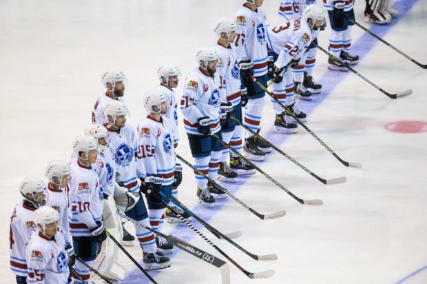 Hokeiści Stoczniowca wygrali po raz pierwszy w sezonie.