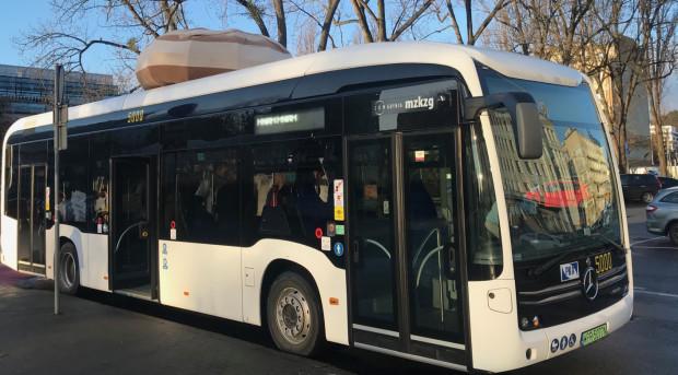 Dotychczas w Gdyni elektryczne autobusy pojawiały się jedynie na testach. Nz. elektryczny autobus marki Mercedes, który kursował po Śródmieściu w tłusty czwartek (20.02.2020 r.).