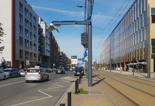 Stanowisko do ładowania autobusów elektrycznych w Krakowie. Podobne pojawią się wkrótce w Gdyni.