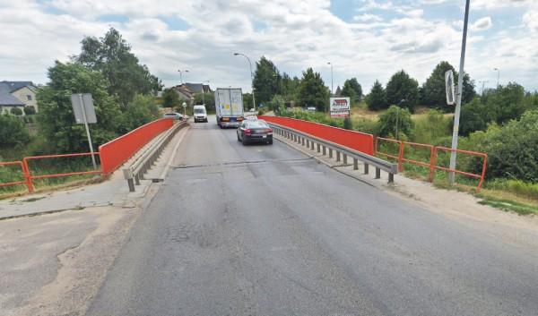 Droga rowerowa ma przebiegać przez ul. Nowatorów. Punktem spornym z kolejarzami okazały się plany budowy kładki nad nieczynnym dziś torowiskiem.