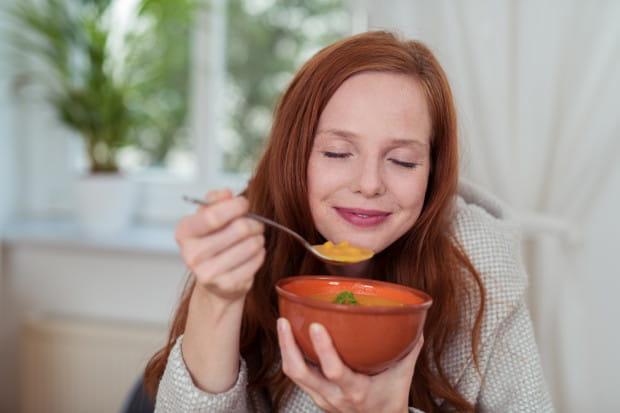 Ciastko, lody, a może pożywna zupa lub kopytka? Wszyscy mamy ulubione dania, które nam się dobrze kojarzą i potrafią poprawić nastrój.