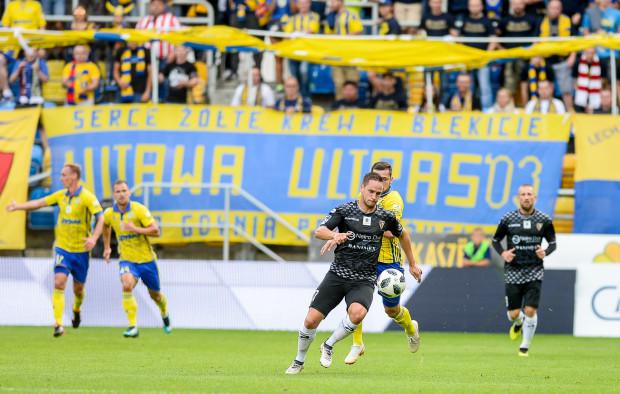 Od czasu, gdy dwa sezony temu Arka Gdynia mierzyła się z Zagłębiem Sosnowiec w ekstraklasie, w obu drużynach zaszły duże zmiany, ale nadal grają w nich kapitanowie: Adam Marciniak (na zdjęciu z lewej) i Szymon Pawłowski (z prawej).