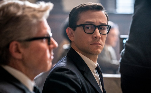 """Joseph Gordon-Levitt na planie najnowszej produkcji, """"Procesu Siódemki z Chicago"""" (Netflix)."""