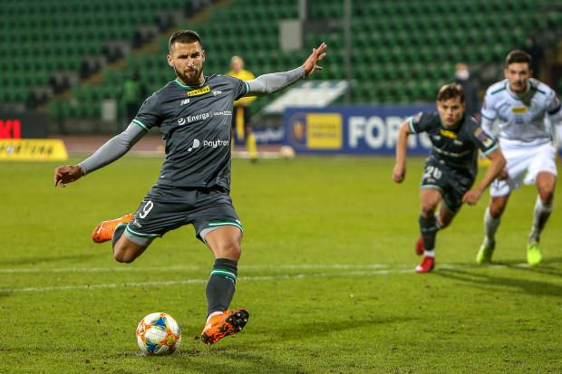 Łukasz Zwoliński strzela jedynego gola w meczu Olimpia Grudziądz - Lechia Gdańsk, na wagę awansu do 1/8 finału Fortuna Puchar Polski.