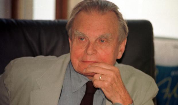 Czesław Miłosz wielokrotnie bywał w Sopocie, miał tu rodzinę (jego matka pochowana jest na sopockim Cmentarzu Katolickim). Sam noblista w 2001 roku został Honorowym Obywatelem Sopotu.