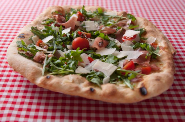 W Ristorante Monte Verdi pizza wykonywana jest według indywidualnie stworzonej receptury przez włoskiego Pizzaiolo z Neapolu.