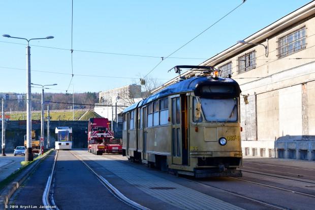 Po przyjeździe z Wrocławia do Gdańska tramwaj Konstal 102Na stał przez dwa lata na terenie zajezdni tramwajowej przy ul. Wita Stwosza.
