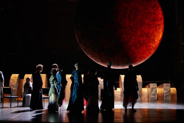 Operaflix to zbiór spektakli Teatru Wielkiego w Poznaniu dostępnych online - najlepsze realizacje z repertuaru, nowatorskie, nagrodzone oraz te, które odbiły się szerokim echem.