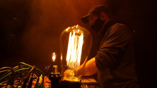 Duet Nanook Of The North, czyli Piotr Kaliński i Stefan Wesołowski, wykona utwory Jóhanna Jóhannssona. Wszystkie koncerty w ramach Cinematica Festival będzie można za darmo obejrzeć na festiwalowych kanałach Facebook i YouTube.